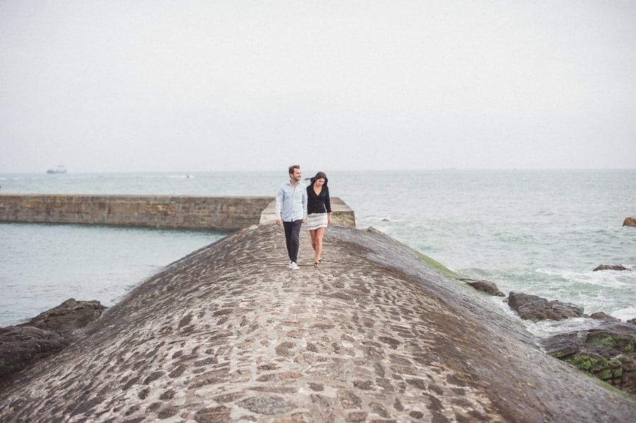 Photos de couple aux sables d'Olonne CHARLOTTE-ET-JULIEN-ENGAGEMENT-23