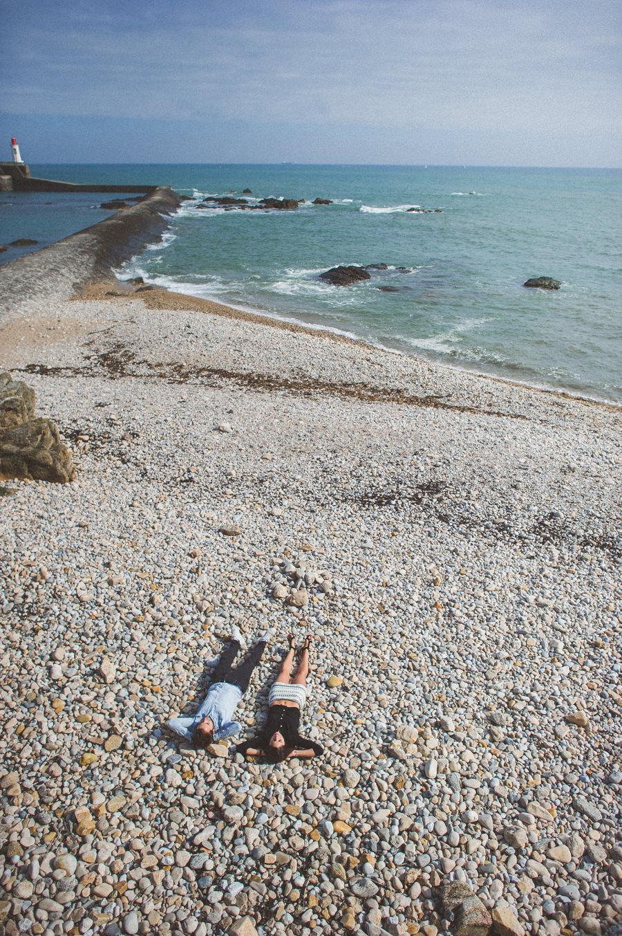 Photos de couple aux sables d'Olonne CHARLOTTE-ET-JULIEN-ENGAGEMENT-39