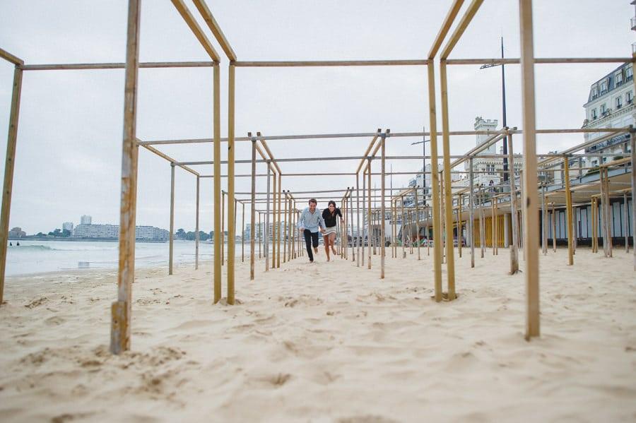 Photos de couple aux sables d'Olonne CHARLOTTE-ET-JULIEN-ENGAGEMENT-85