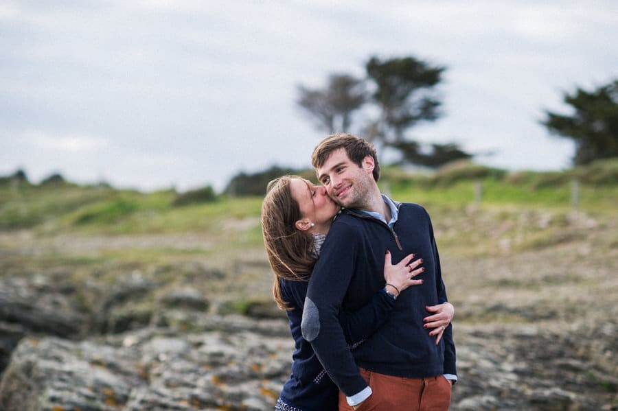 Séance couple au feu de camp sur la plage seance-couple-plage_photographe-mariage-nantes-bretagne-17