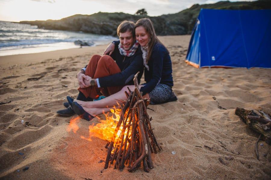 Séance couple au feu de camp sur la plage seance-couple-plage_photographe-mariage-nantes-bretagne-24