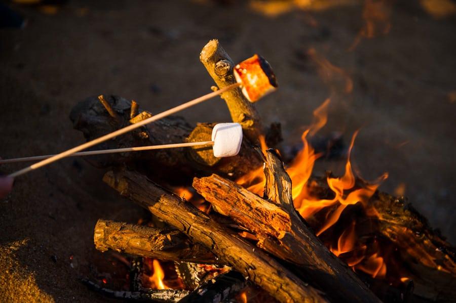 Séance couple au feu de camp sur la plage seance-couple-plage_photographe-mariage-nantes-bretagne-28