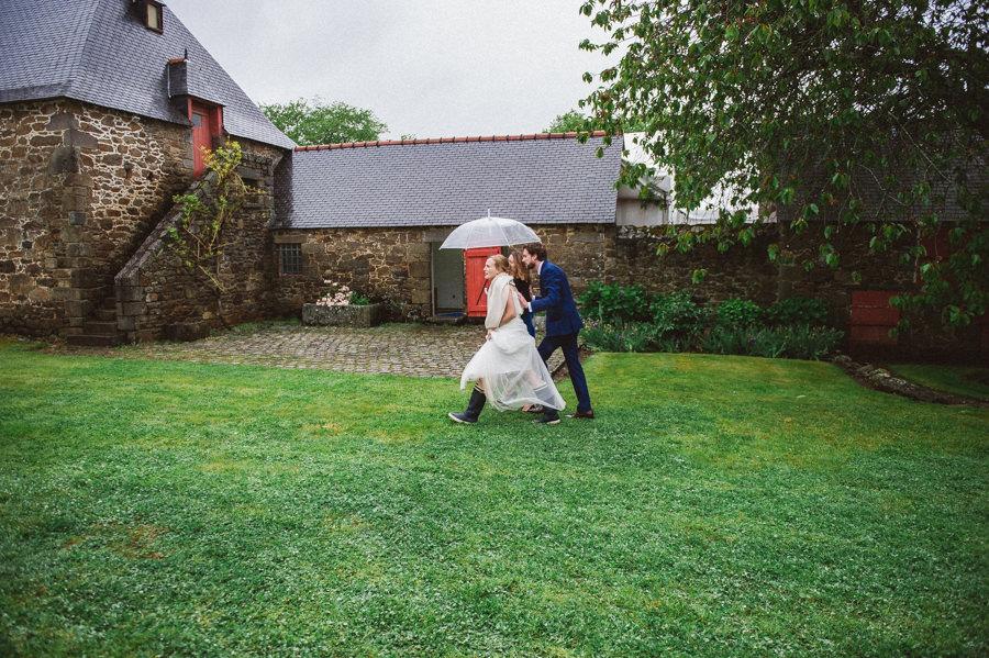 A wedding under the rain at chateau de Miniac Morvan CLAIRE-ET-BERTRAND-MARIAGE-489