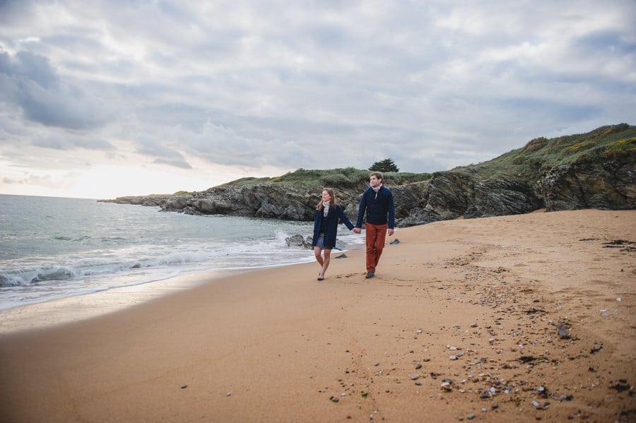 Séance couple au feu de camp sur la plage seance-couple-plage_photographe-mariage-nantes-bretagne-18