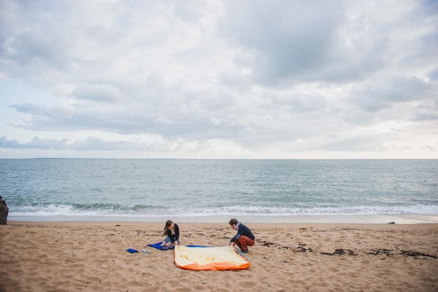 Séance couple au feu de camp sur la plage seance-couple-plage_photographe-mariage-nantes-bretagne-20