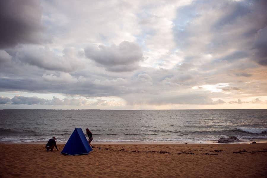 Séance couple au feu de camp sur la plage seance-couple-plage_photographe-mariage-nantes-bretagne-22