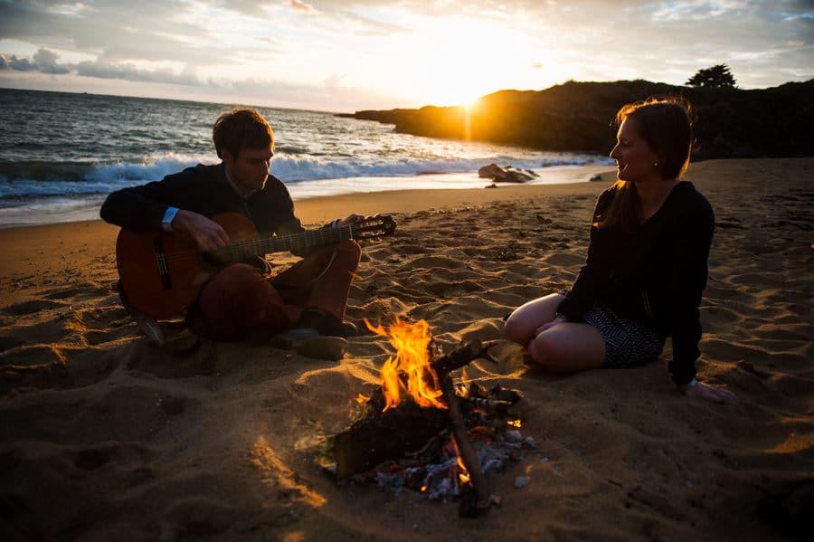 Séance couple au feu de camp sur la plage seance-couple-plage_photographe-mariage-nantes-bretagne-32