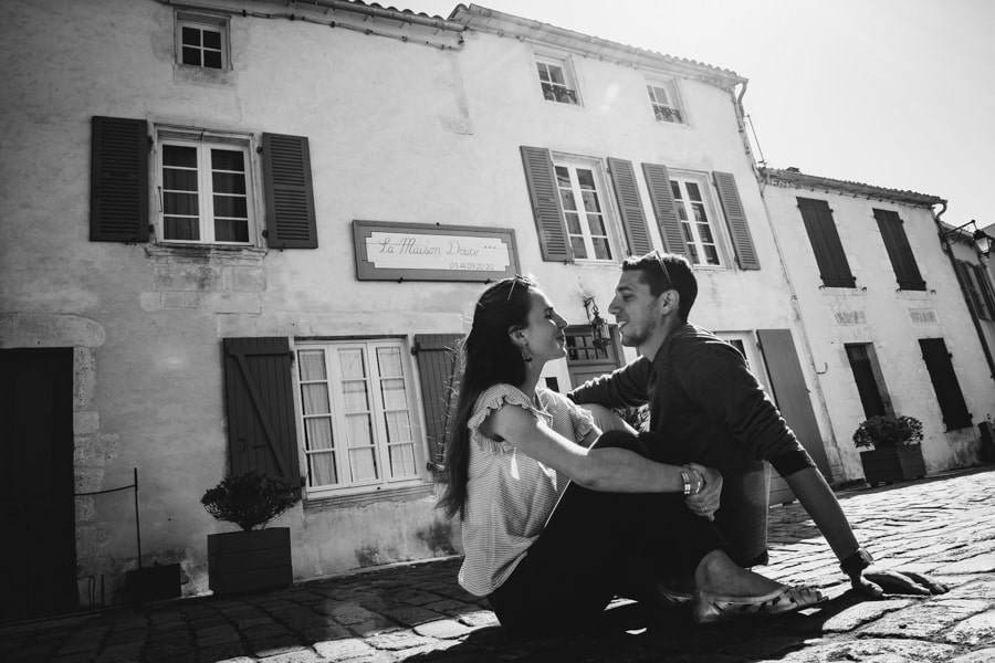 Love session on the French Island MELANIE-ET-ALEXANDRE-ENGAGEMENT-15