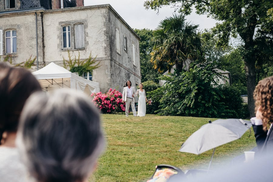 A secular ceremony by the water manoir-de-kerouzien-photographe-bretagne-stephane-leludec-35