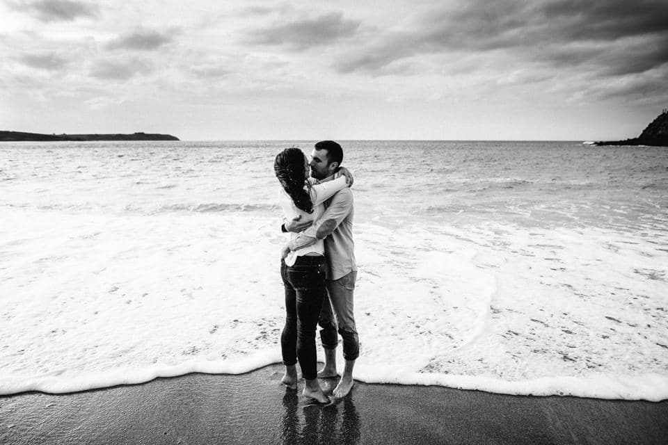 Love Session at beach photo-couple-bretagne-11